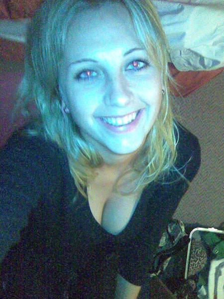 Christelle 28 ans de Bergerac cherche un homme pour un plan cul d'un soir