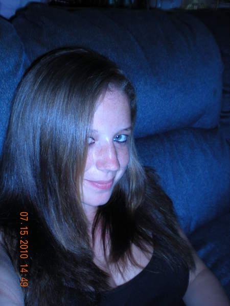Aurelia fille de 24 ans sur Vannes cherche une histoire d un soir