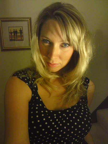Femme de 30 ans sur Amiens disponible le vendredi recherche homme pour plan baise